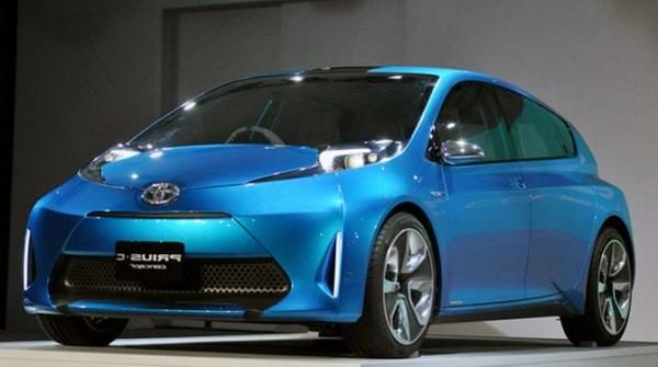 Toyota Prius Plus 2021 - Car Wallpaper